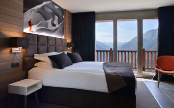 Hyatt Centric Hotel La Rosiere - Luxury suite bedroom with panoramic view