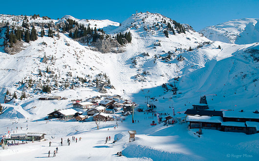 Restaurants and skiers, Dranse, Chatel