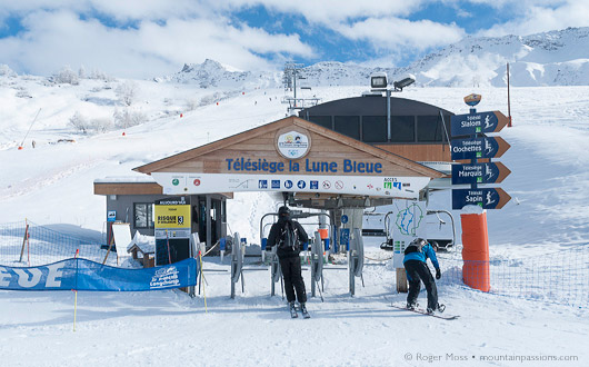 The first of the day's skiers are already finishing their return runs into Saint Francois Longchamp 1650.