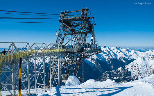 Alpettes-Rousses cable car providing second stage of lift to Alpe d'Huez