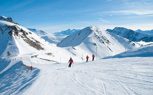 Skiers on piste, Chamrousse