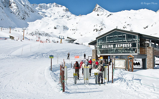 The six-seater Aulian Express chair-lift gets skiers smoothly to the higher terrain in Luz Ardiden.