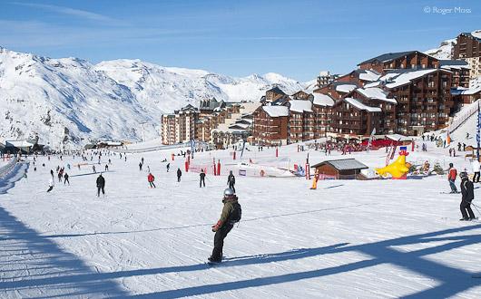 Val Thorens village pistes, skiers