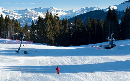 Skier on wide piste at Crest Voland, Espace Diamant.