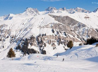 Mountain views, skiers on piste, Areches-Beaufort