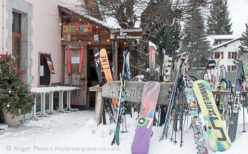 Skis and snowboards outside Arrête Bougnette bar restaurant at Vallorcine