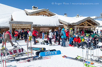 Wide view of skiers outside Chalet La Toura mountain bar / restaurant above Les 2 Alpes
