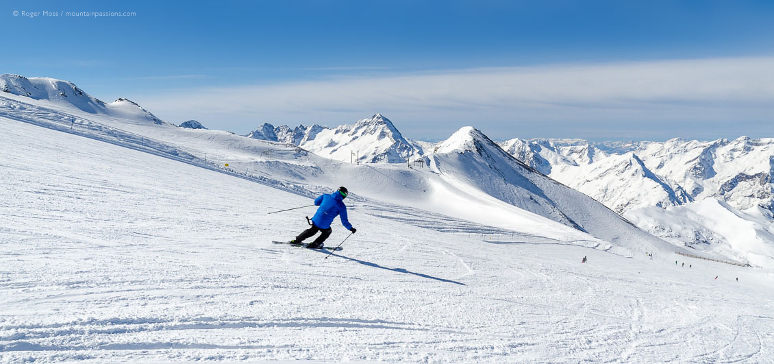 Wide view of skier on snow-covered glacier at Les 2 Alpes.