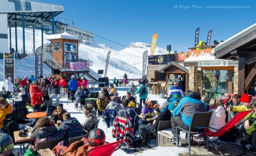 Pano Bar with music all day at Les Deux Alpes