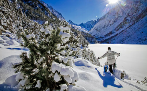 Snow shoe walking, Cauterets, French Pyrenees. Image © OT Cauterets/M.Pinaud