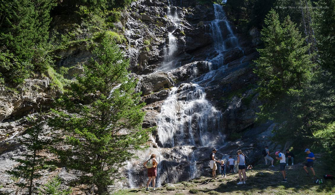 People at the foot of the Cascade des Brochaux