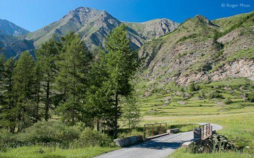 The Route du Parpaillon on the approach to the village of La Chalp