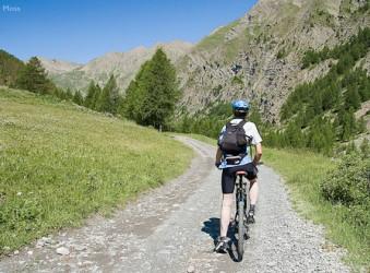 cyclist Route du Parpaillon