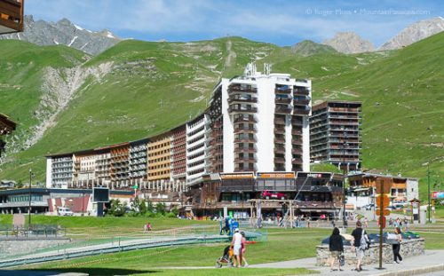 Tignes Le Lac attracts families for the myriad of activities on offers around and on the lak