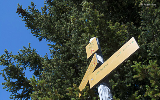 Footpath signs, Les Saisies