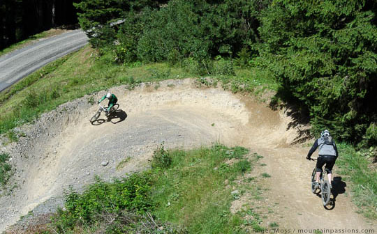 Mountain bikers near Pré le Joux, Châtel, Portes du Soleil, French Alps