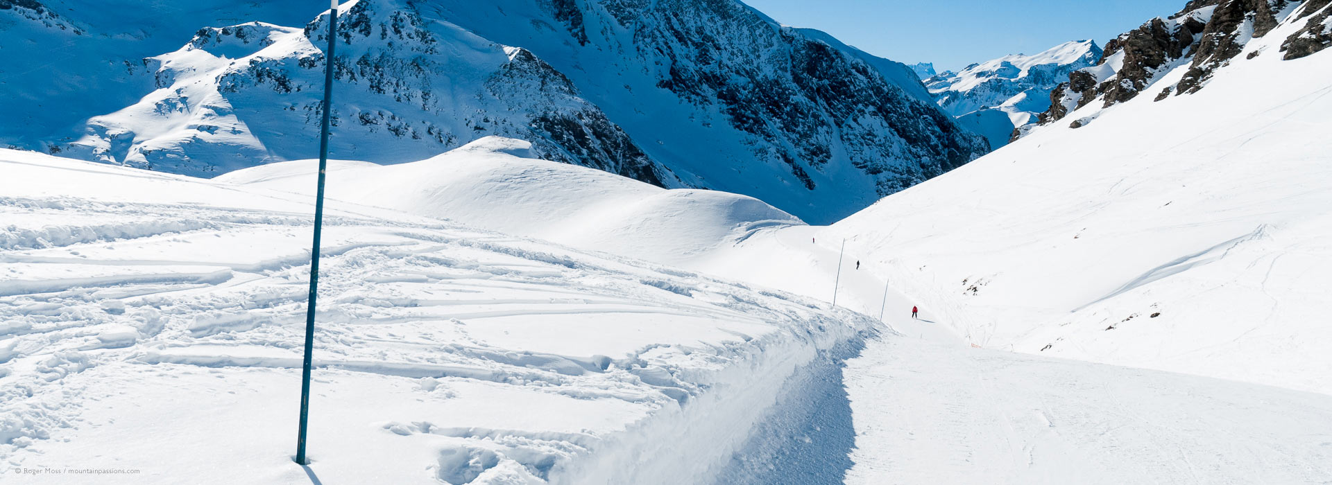 Low, wide skier's-eye view ofpiste and snow-covered mountains at Valfrejus