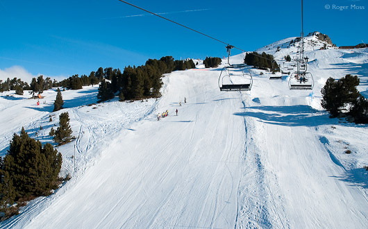 Piste, skiers, chairlift, Chamrousse.