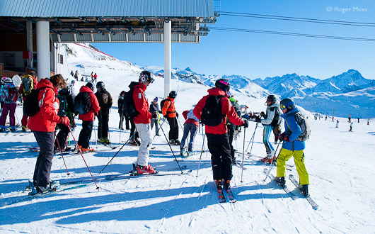The Poutran gondola drops skiers at 2100m beside the mid-station of the Grandes Rousses DMC lift from Alpe d'Huez.