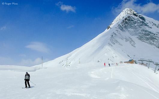 Skier on blue piste, Cirque du Lys, Cauterets