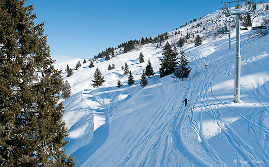 Le Grand Bornand, off-piste skiers.