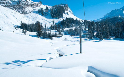 In good snowfall years the Léchère chairlift from Les Lindarets offers a truly magical ride.