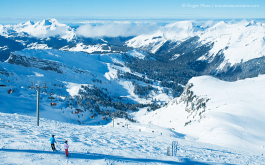 The Pointe de Mossette sits on the Franco-Swiss border, and offers panoramic views to mile-hungry skiers.