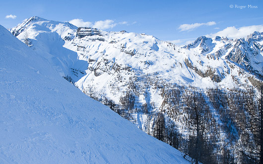 There's testing off-piste around the adjoining Vallon de Narreyroux, readily accessible from the Lauzes chairlift.