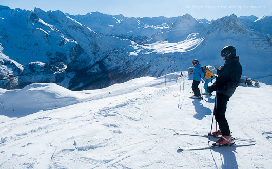 The start of the wide cruise down to the Lac area for skiers heading from Tignes 1800.