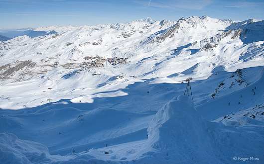 The first tantalising glimpse of distant Val Thorens, from the 3000m Col de Rosaël.
