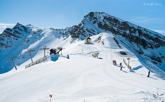 The Crevoux chairlift passes the well-designed snowpark areas to arrive at the Col de Crevoux (2530m), Vars