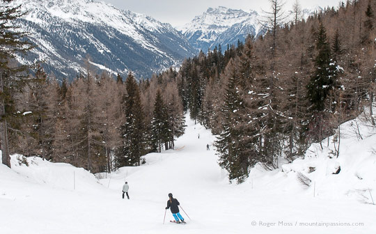 View of skiers on Esserts piste above Vallorcine