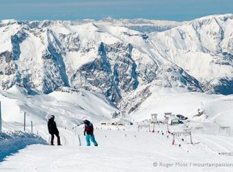 Wide view of snowboarders on snow-covered glacier at Les 2 Alpes.