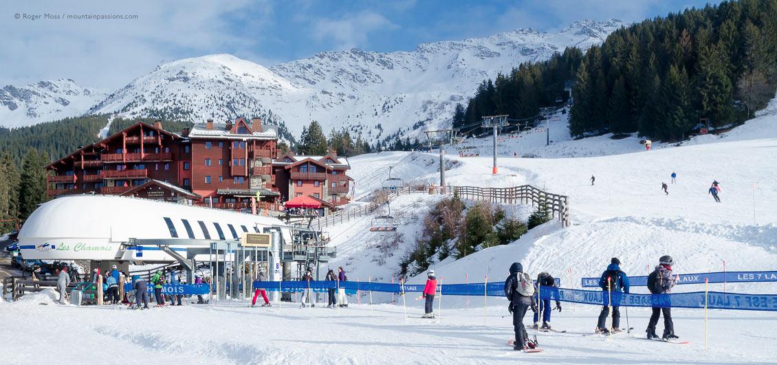 Ski lift, mountainside and apartments in Prapoutel