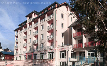 3/4 view of Residence Le Splendid self-catering apartments, Villard de Lans